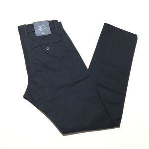 Gap • NWT Slim Fit Pant